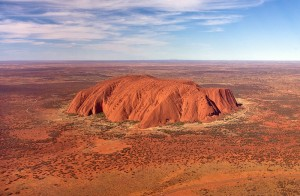 800px-Uluru,_helicopter_view,_croped